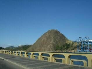 O Morro do Penedo é um dos principais cenários que encantam turistas e visitantes