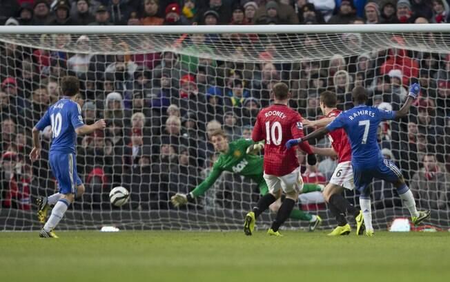 Ramires bate fora do alcance de De Gea e  marca gol de empate do Chelsea em jogo pela Copa  da Inglaterra