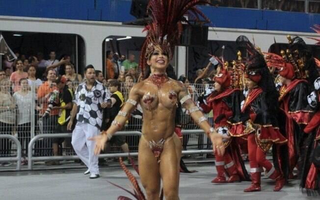 Fabi Frota desfila para a Gaviões da Fiel na madrugada deste domingo (2) no carnaval de São Paulo