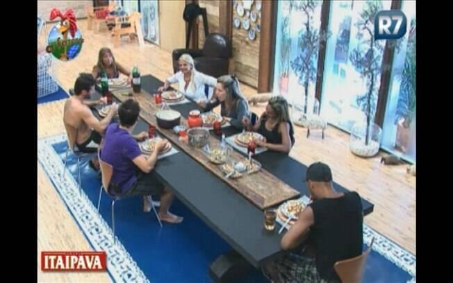 Como nos primeiros dias de programa, todos os peões almoçaram juntos