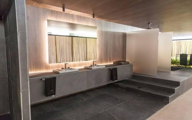 a lavanderia e o banheiros, todos nvoltos por uma cortina de fios dourados