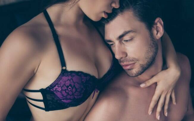 A mulher ser mais alta que o parceiro pode ser até vantajoso para realizar algumas posições sexuais