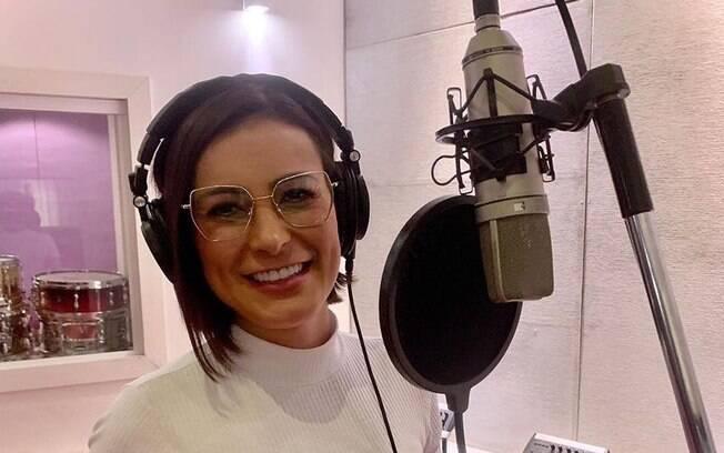 Andressa Urach gravando música