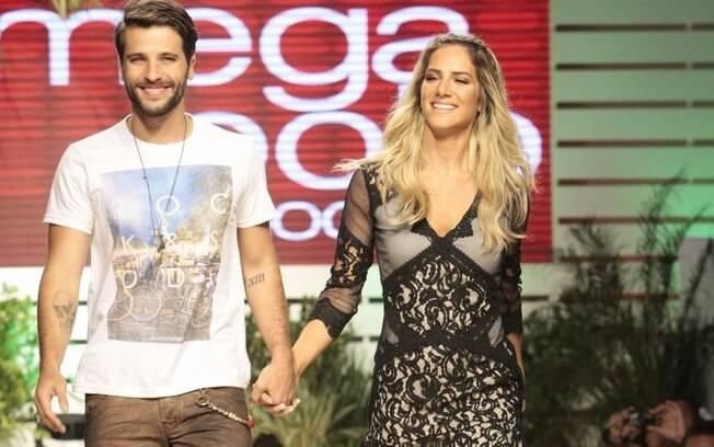 Bruno Gagliasso e Giovanna Ewbank desfilam no Mega polo Moda
