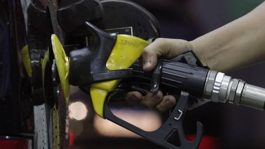 Alguns estados já registram gasolina acima de R$ 6,00