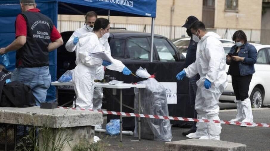 Homem morto dentro de mala em rua de Roma