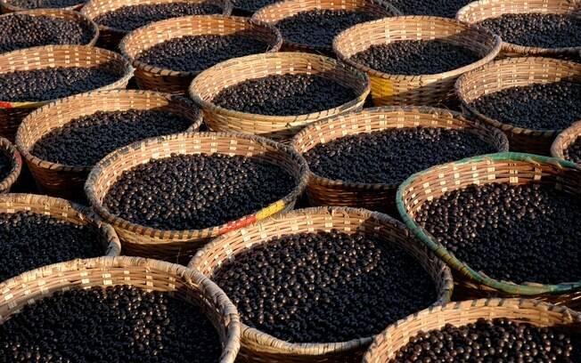 Na região norte do País, açaí é refeição, servido com frango, peixe ou carne seca