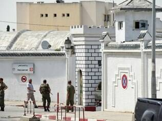 Tunisian soldiers stand guard outside the Bouchoucha army barracks in Tunis on May 25, 2015 after a soldier opened fire at his colleagues. A Tunisian soldier killed some of his comrades and wounded others in a shooting at the barracks near parliament but it was not a