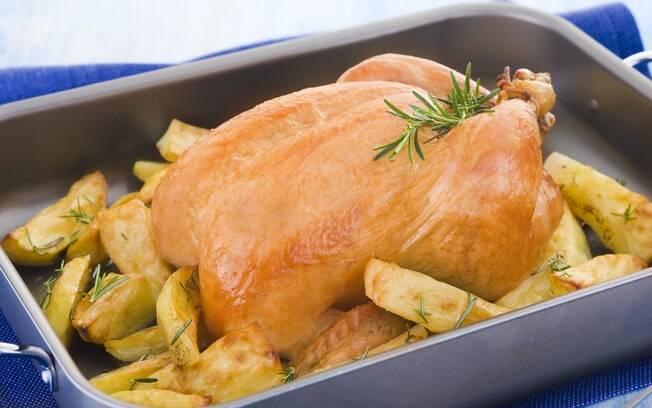 Foto da receita Frango assado com batatas pronta.