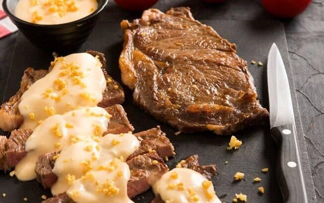 Molho de queijo é uma boa pedida para acompanhar carne de churrasco