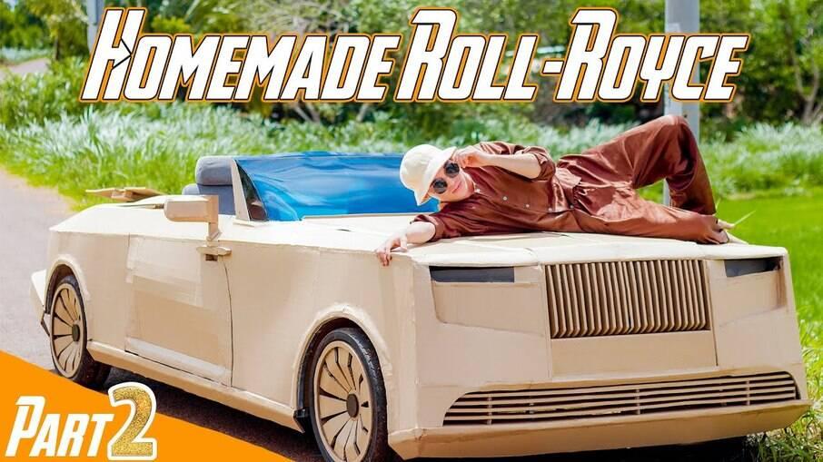Réplica do Rolls Royce Tail Boat é feita de alumínio e papelão e projeto durou apenas 15 dias para ser concluído.