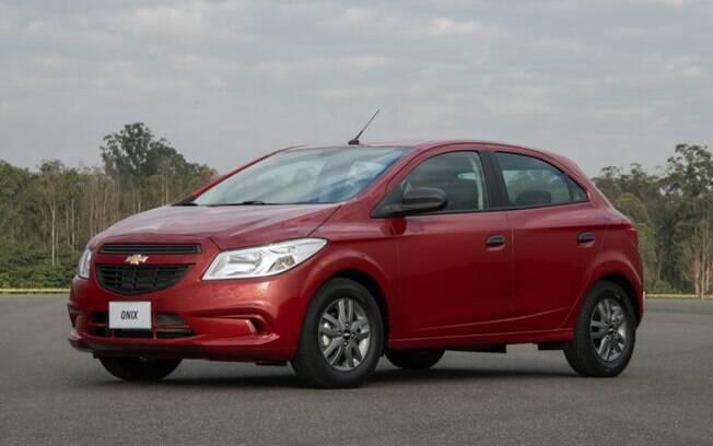 No lugar de um hatch completamente novo, a GM teve que manter o Onix sem reestilização como carro de entrada