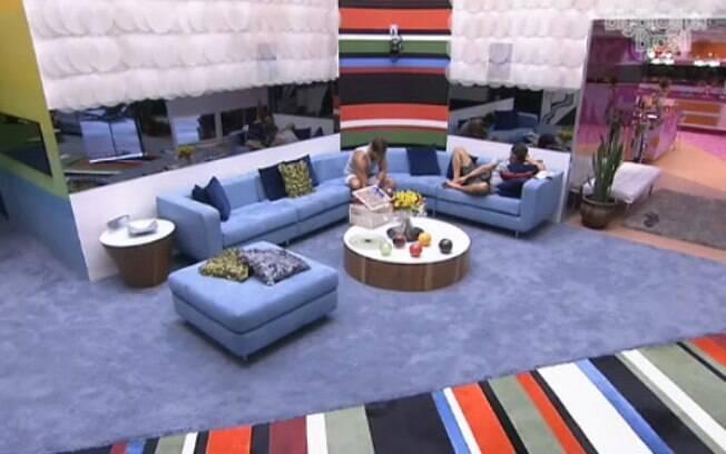 Jonas explica que o comentpario no almoço não foi para Fael