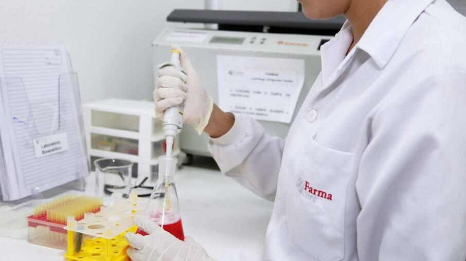 O imunizante está sendo desenvolvido pela Faculdade de Medicina da USP, em parceria com as empresas Farmacore Biotecnologia e PDS Biotechnology Corporation