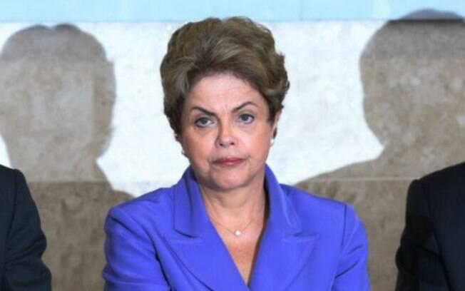 Comissão define procedimentos para acusação e defesa de Dilma