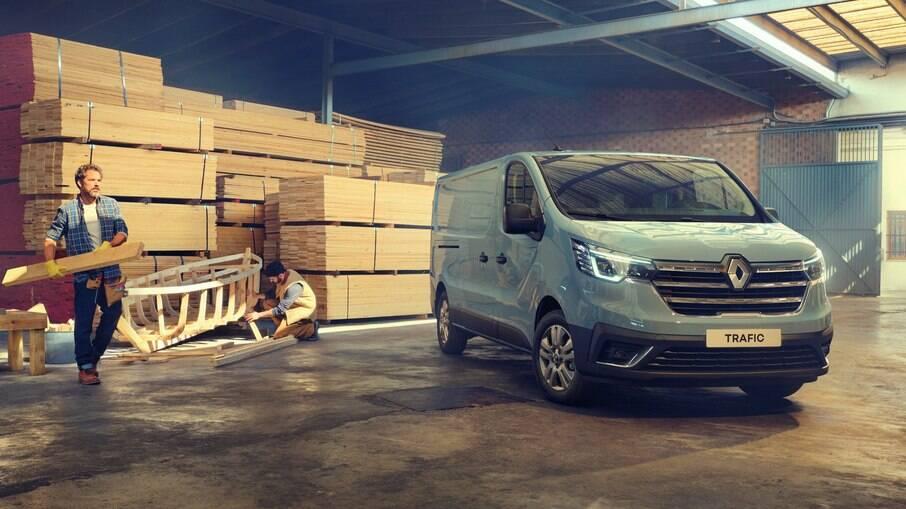 Renault Traffic 2022: nova frente inclui faróis com luzes diurnas de LED e grade reestilizada entre as mudanças