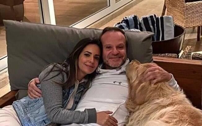 Paloma Tocci se declara a Barrichelo nas redes: 'Coração bate acelerado'
