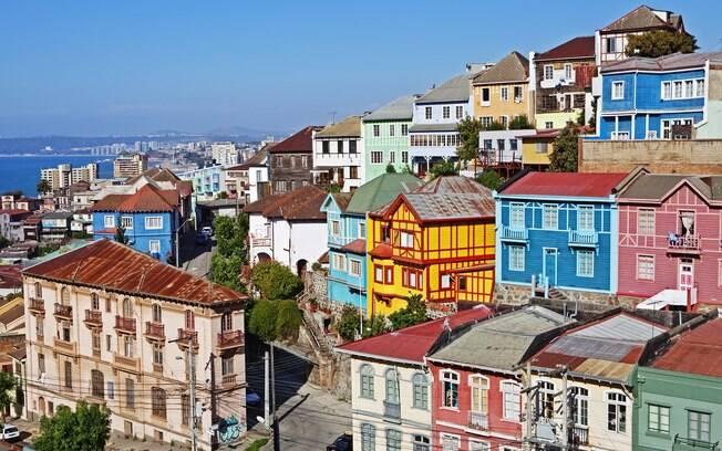 Casas coloridas dão charme à Valparaíso, no Chile, considerada patrimônio da humanidade pela Unesco