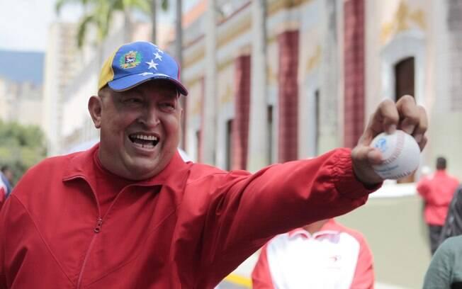 Em setembro de 2009, Hugo Chávez jogou softball antes de conceder coletiva