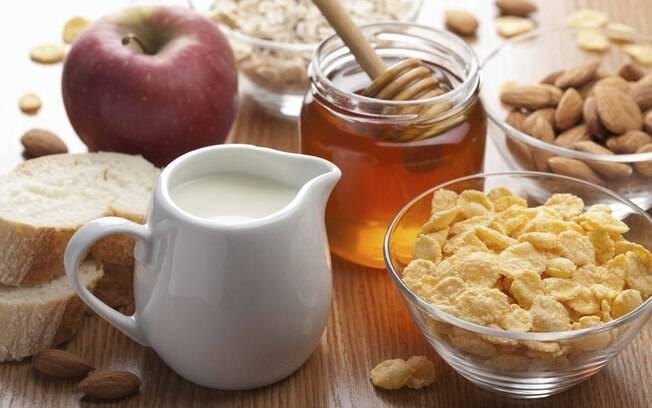 Mel combina com frutas, melado e agave caem bem em preparos, como bolos. Afinal, qual o adoçante natural ideal?