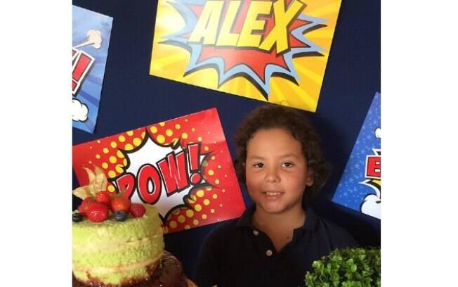 Alex, filho de Ronaldo, completa nove anos e ganha homenagem do pai