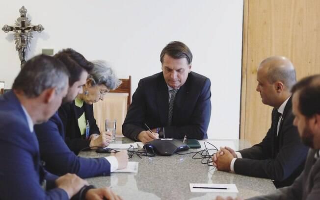 Bolsonaro anuncia que GP do Brasil de Fórmula 1 será realizado no Rio de Janeiro em 2021.