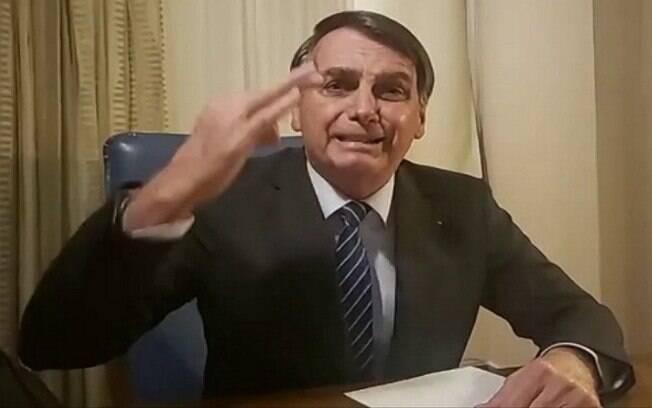 Jair Bolsonaro em transmissão no Facebook em que criticou a Globo
