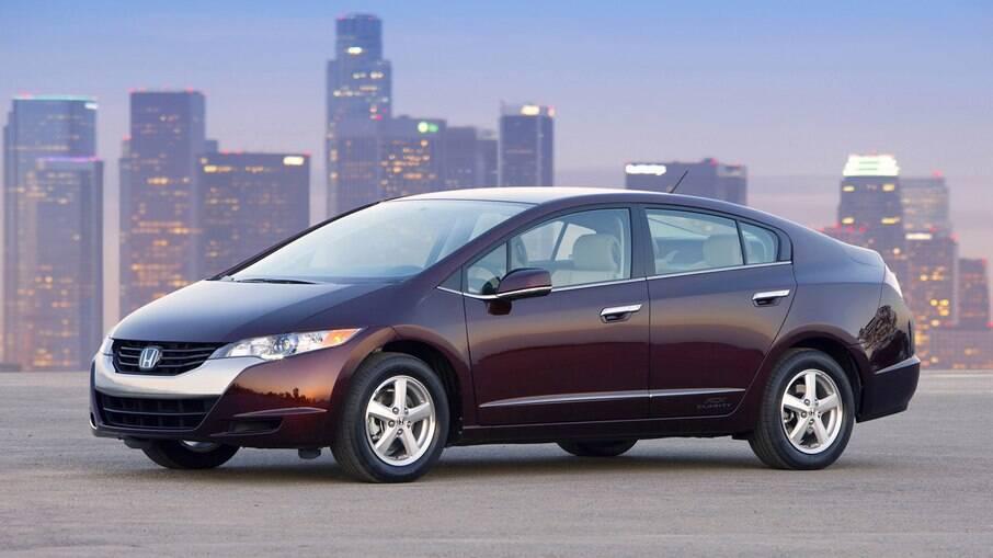 Honda FCX Clarity é dotado de célula de hidrogênio que o transforma em eletricidade movendo os motores elétricos. Tem autonomia de 750 km.