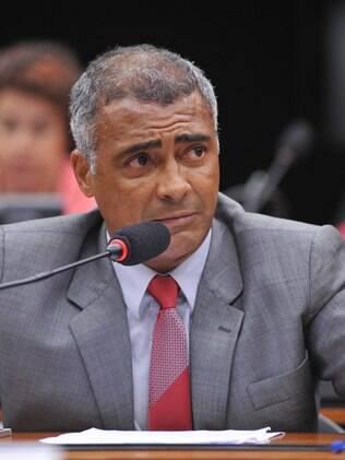 Senador Romário (RJ) foi um dos parlamentares que retirou sua assinatura