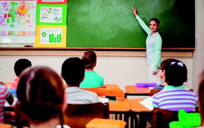 Professores recebem ajuste salarial