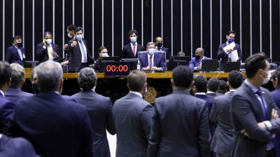 Presidente da Câmara, Arthur Lira, comanda a sessão do Plenário