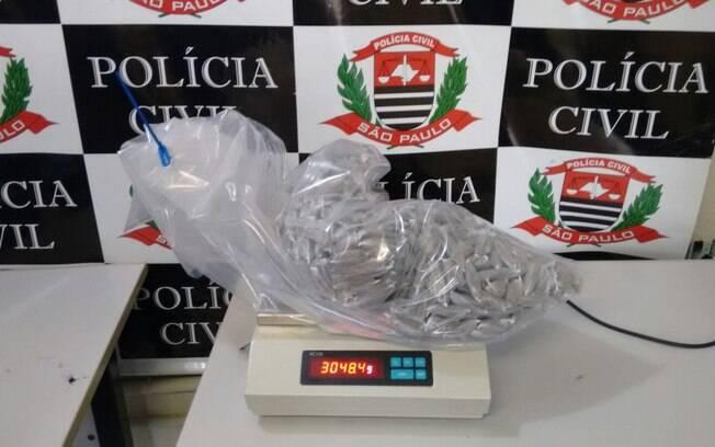 Aproximadamente mil porções de maconha foram apreendidas neste sábado em Franco da Rocha