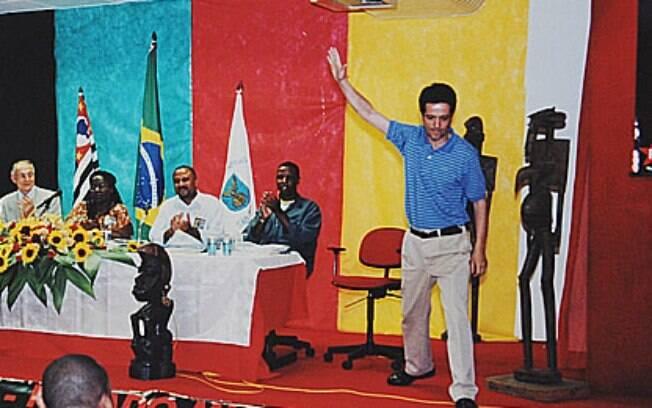 Toninho durante solenidade no dia 10 de setembro de 2001, horas antes de ser morto.