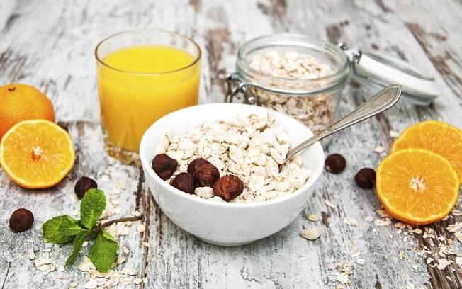 Planeje um bom café da manhã. Isso poderá ser motivacional para levantar da cama e não pular essa refeição