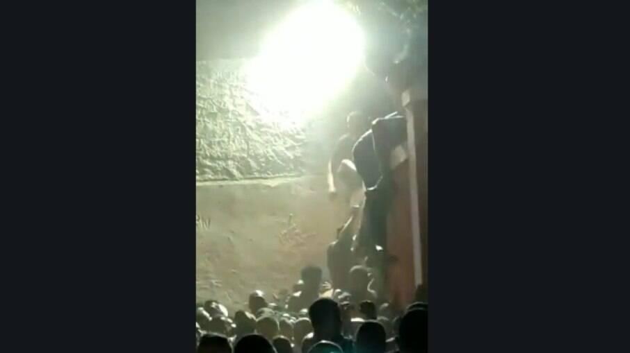 Briga em baile funk causa a morte de uma pessoa no Morro do Urubu, na Zona Norte do Rio de Janeiro