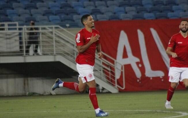 Cruzeiro tenta trazer Zé Eduardo, que está emprestado ao América-RN, para reforçar o seu ataque