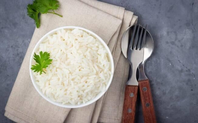 O arroz pode estar caro, mas você pode fazê-lo render e deixa-lo ainda mais gostoso