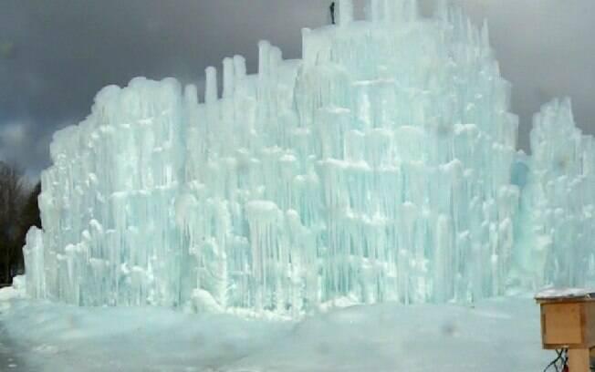 Americano faz castelos de gelo