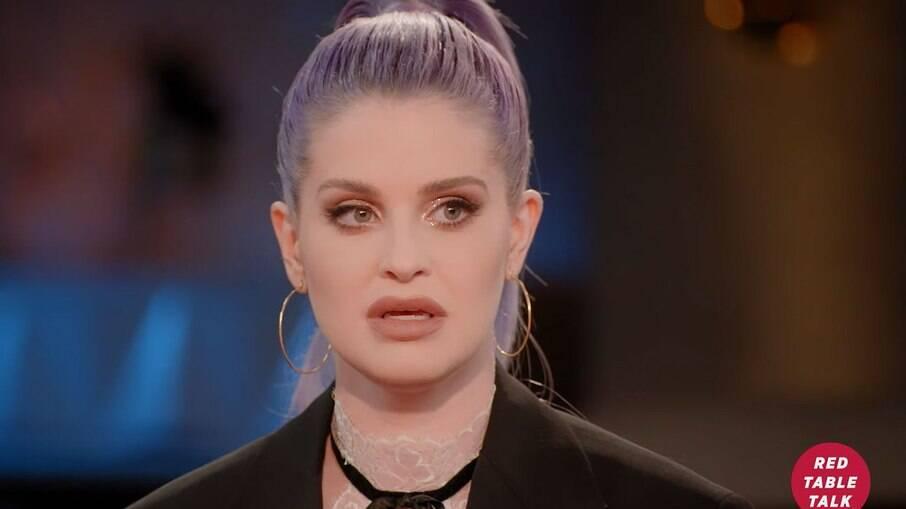 Kelly Osbourne falou detalhes sobre o abuso de substâncias que enfrentou