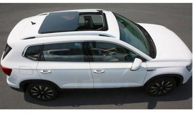 O SUV contará com a opção do teto solar panorâmico, que no Tiguan  é oferecido como opcional de R$ 4.000