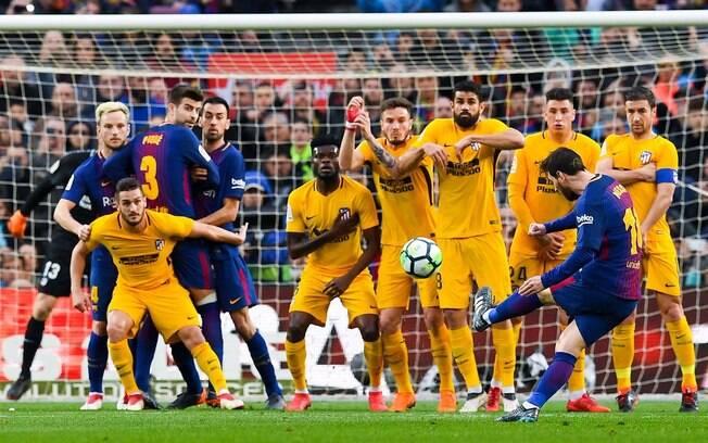 Lionel Messi bateu com perfeição na bola