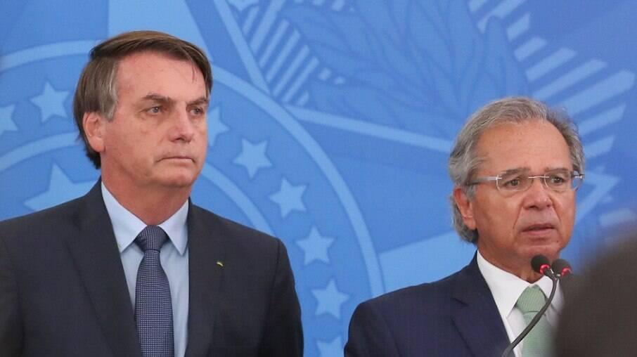 Jair Bolsonaro busca cumprir promessas e atender os mais pobres, mas esbarra no Orçamento e em Paulo Guedes