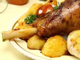 Carnes e ossos aparecem na lista dos alimentos que mais causam asfixia infantil