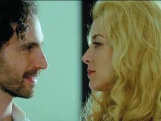Romance. Christine Fernandes e Caco Ciocler vivem relação entre Odete Lara e o dramaturgo Guima