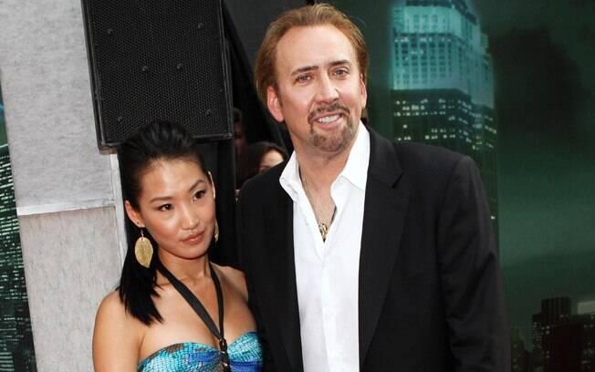 20 ANOS: Nicolas Cage (49 anos) e Alice Kim Cage (29 anos). Foto: SplashNews