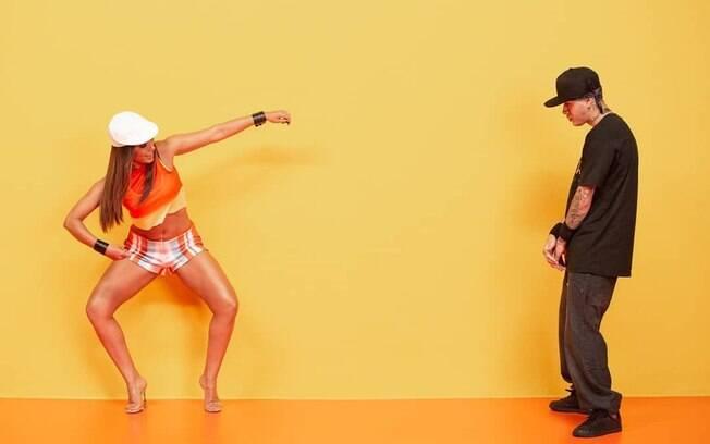 Anitta e Kevinho em clipe de