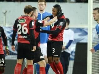 Guingamp venceu por 2 a 1, com gol de Claudio Beauvue
