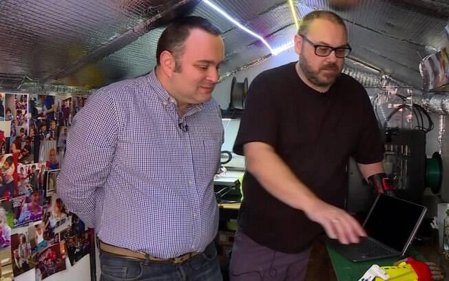 Foi durante sua busca por uma prótese que Stephen conheceu o consultor em tecnologia da informação Drew Murray