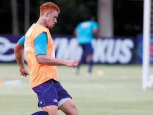 Sempre alerta. Embora não tenha sido titular no Cruzeiro, Souza sempre entrou bem no time celeste
