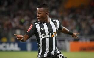 Com um a menos, Atlético-MG vence Flamengo e assume vice-liderança